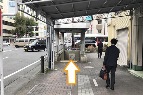 バスを降りたら静岡駅方面に10m歩くと地下道入り口があります